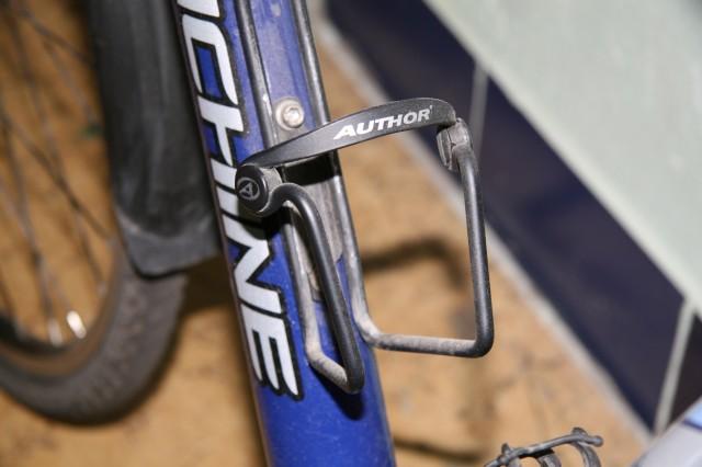 Axiom Держатель для фляги Helix Composite. Велобутылки. Велосипеды. Каталог. Триал-Спорт.